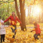 [:en]happy family in autumn[:]